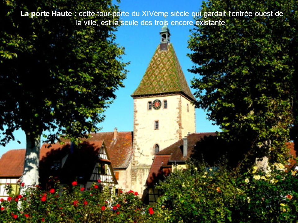 La porte Haute : cette tour-porte du XIVème siècle qui gardait lentrée ouest de la ville, est la seule des trois encore existante.
