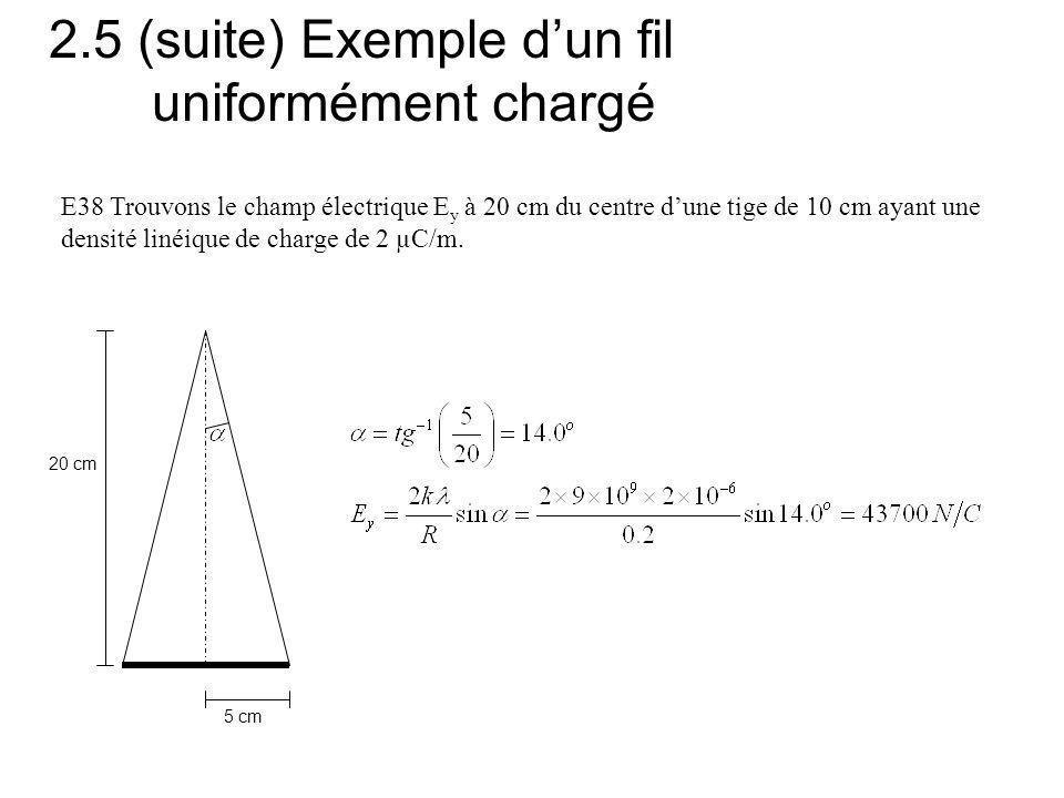 2.5 (suite) Exemple dun fil uniformément chargé 5 cm 20 cm E38 Trouvons le champ électrique E y à 20 cm du centre dune tige de 10 cm ayant une densité linéique de charge de 2 µC/m.