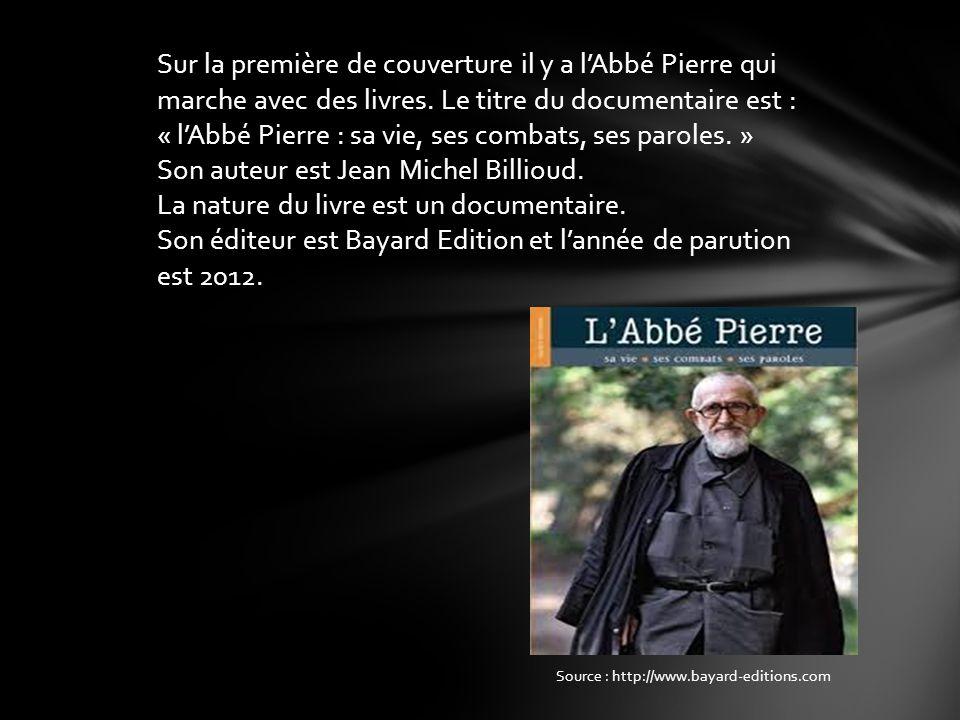 Sur la première de couverture il y a lAbbé Pierre qui marche avec des livres. Le titre du documentaire est : « lAbbé Pierre : sa vie, ses combats, ses