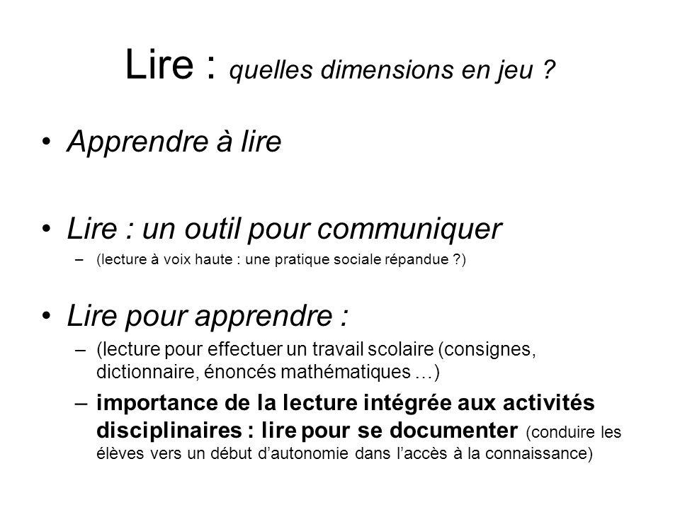 Lire : quelles dimensions en jeu ? Apprendre à lire Lire : un outil pour communiquer –(lecture à voix haute : une pratique sociale répandue ?) Lire po