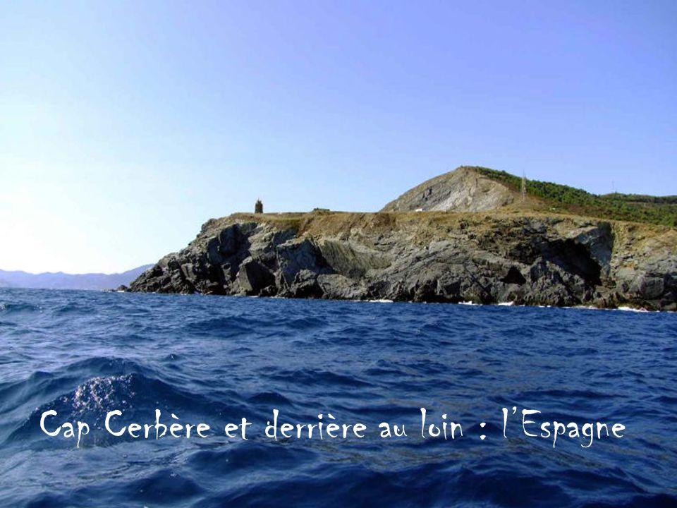 Cap Cerbère et derrière au loin : lEspagne