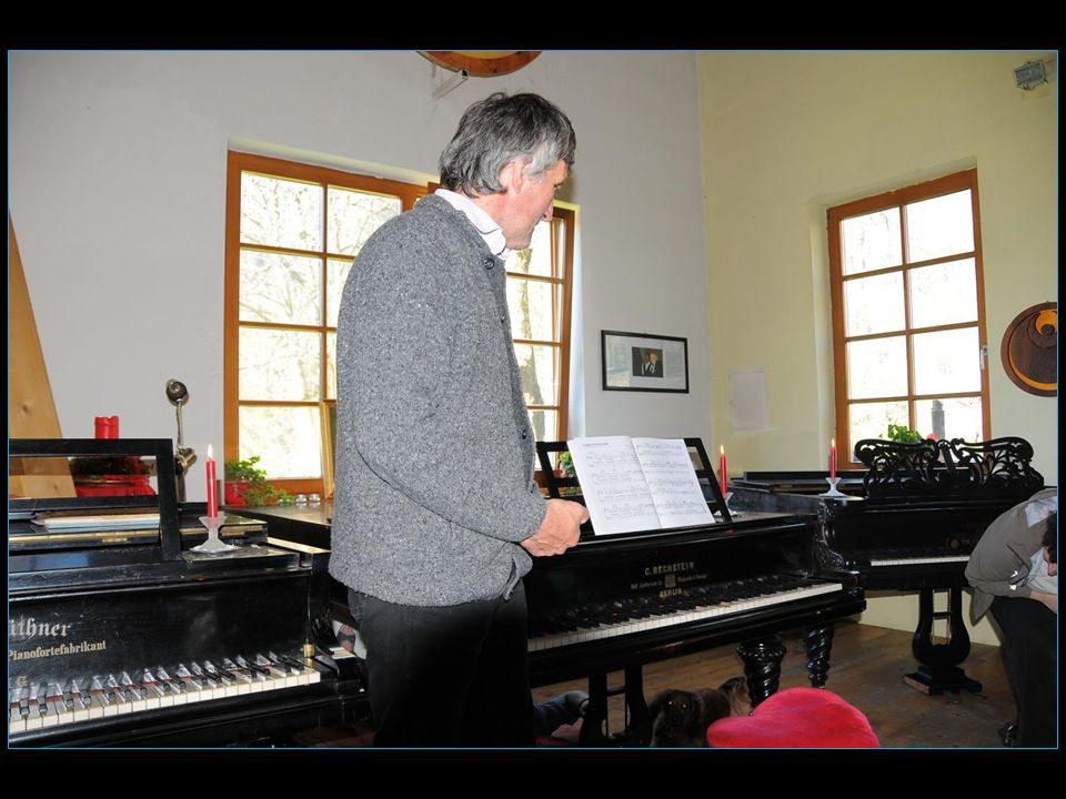 dit Tony nous montre sa collection de pianos