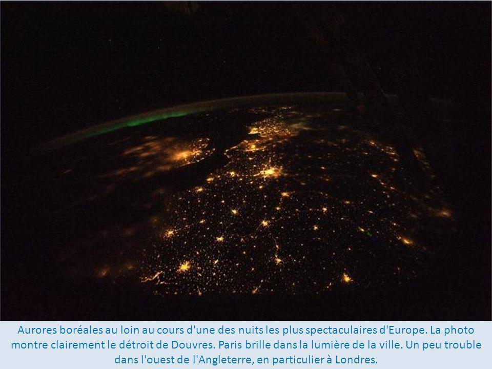 Aurores boréales au loin au cours d une des nuits les plus spectaculaires d Europe.