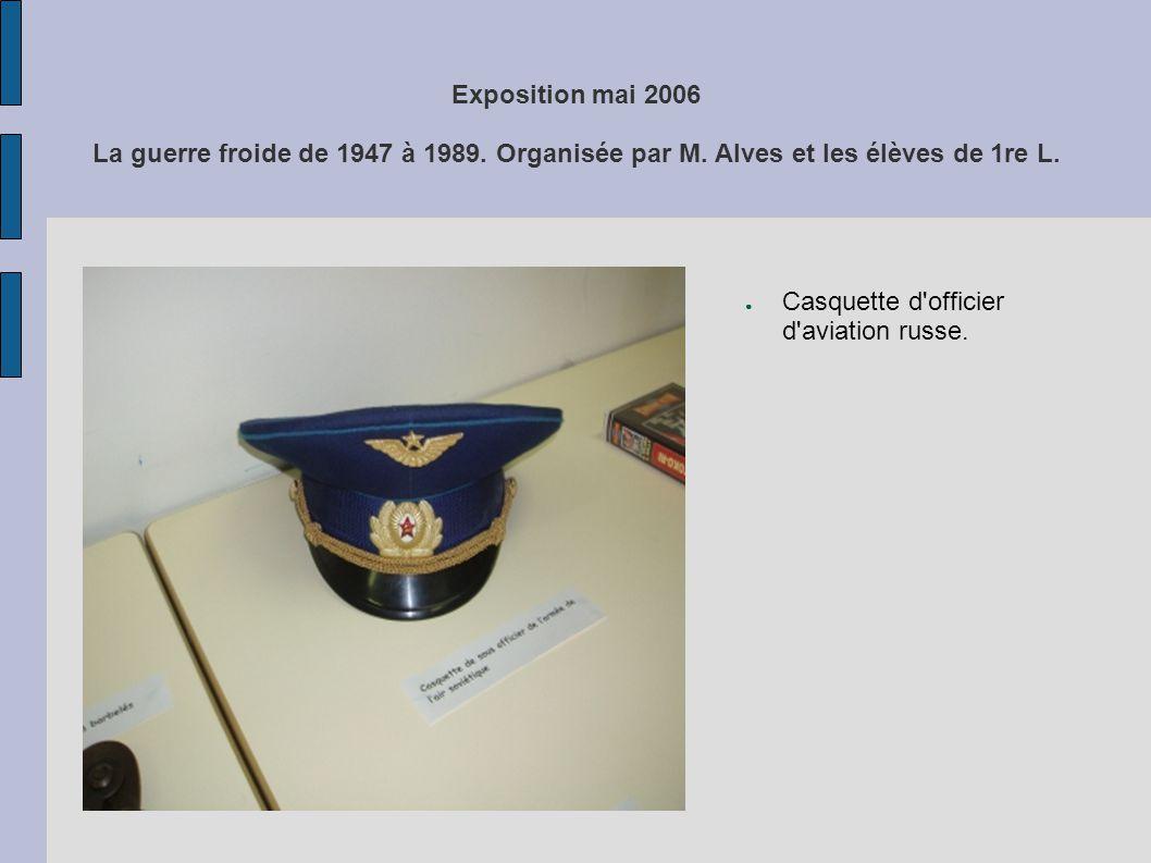 Exposition mai 2006 La guerre froide de 1947 à 1989. Organisée par M. Alves et les élèves de 1re L. Casquette d'officier d'aviation russe.