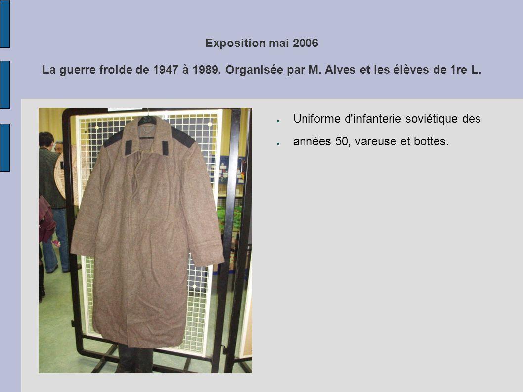Exposition mai 2006 La guerre froide de 1947 à 1989. Organisée par M. Alves et les élèves de 1re L. Uniforme d'infanterie soviétique des années 50, va