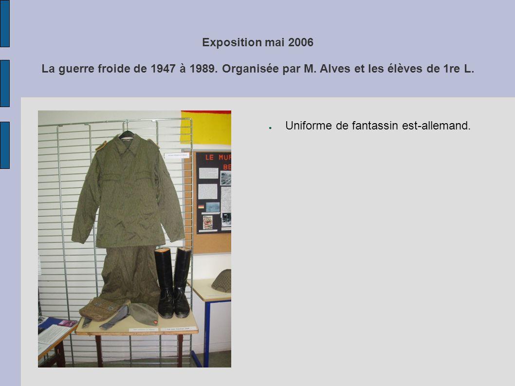 Exposition mai 2006 La guerre froide de 1947 à 1989. Organisée par M. Alves et les élèves de 1re L. Uniforme de fantassin est-allemand.