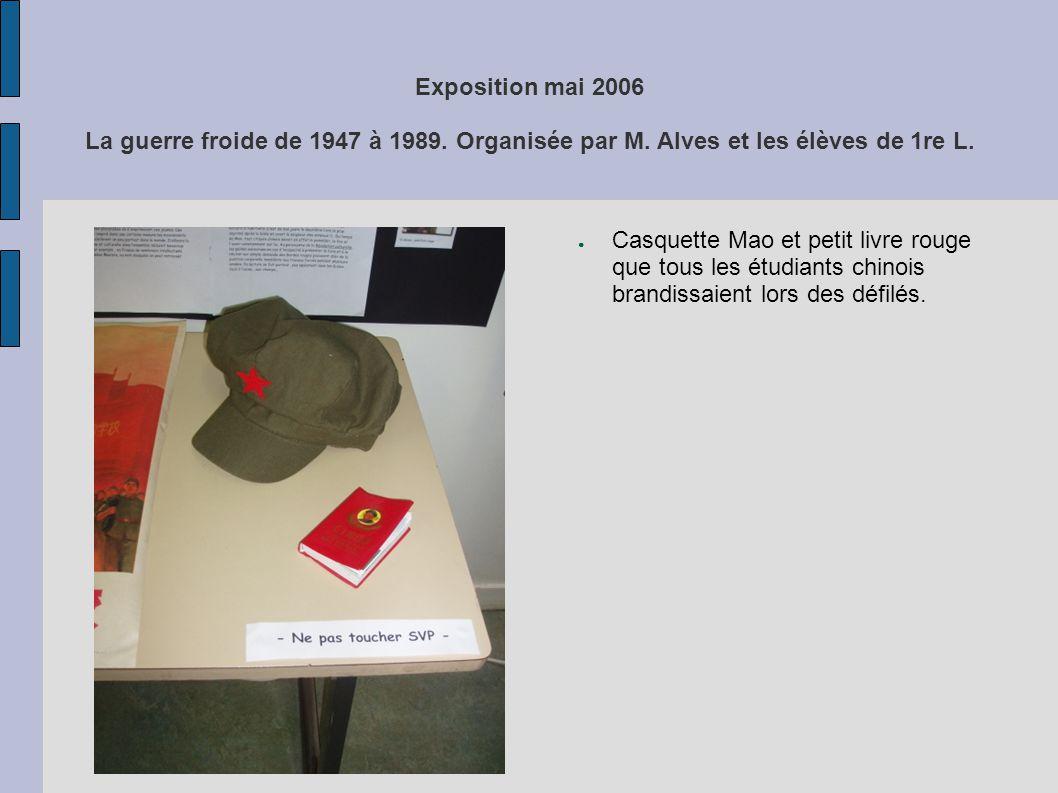 Exposition mai 2006 La guerre froide de 1947 à 1989. Organisée par M. Alves et les élèves de 1re L. Casquette Mao et petit livre rouge que tous les ét