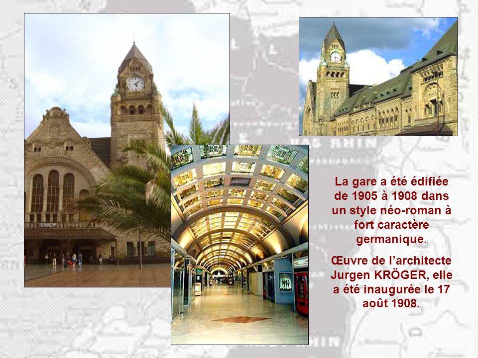 La germanisation de Metz est spectaculaire… Au cœur du nouveau quartier de la gare (1902-1910), la Poste a lallure dun château seigneurial.
