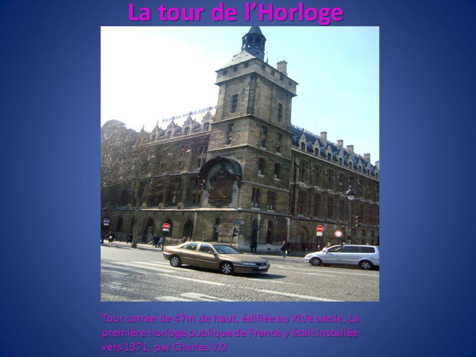 La tour de lHorloge Tour carrée de 47m de haut, édifiée au XIVè siècle. La première horloge publique de France y était installée vers 1371, par Charle