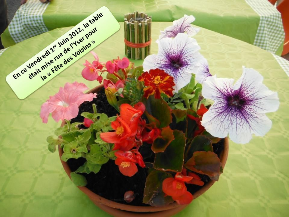 En ce Vendredi 1 er Juin 2012, la table était mise rue de lYser pour la « Fête des Voisins » En ce Vendredi 1 er Juin 2012, la table était mise rue de lYser pour la « Fête des Voisins »