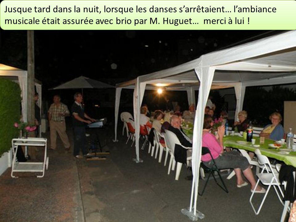Jusque tard dans la nuit, lorsque les danses sarrêtaient… lambiance musicale était assurée avec brio par M.