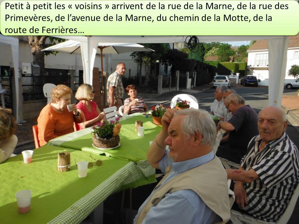 Petit à petit les « voisins » arrivent de la rue de la Marne, de la rue des Primevères, de lavenue de la Marne, du chemin de la Motte, de la route de Ferrières…