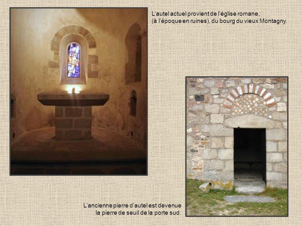 Lautel actuel provient de léglise romane, (à lépoque en ruines), du bourg du vieux Montagny. Lancienne pierre dautel est devenue la pierre de seuil de