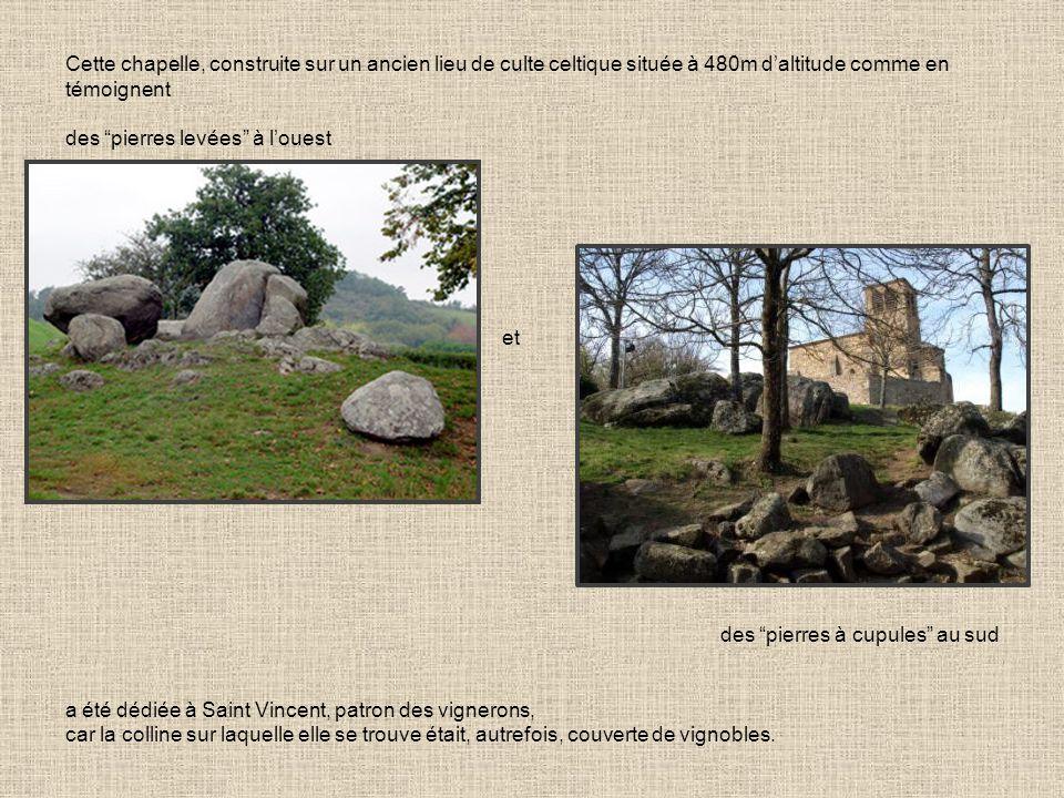 Cette chapelle, construite sur un ancien lieu de culte celtique située à 480m daltitude comme en témoignent des pierres levées à louest et des pierres