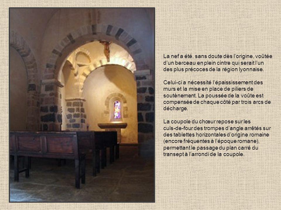 La nef a été, sans doute dès lorigine, voûtée dun berceau en plein cintre qui serait lun des plus précoces de la région lyonnaise. Celui-ci a nécessit
