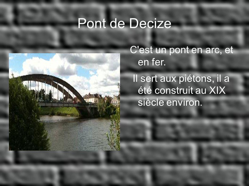 Pont de Decize C est un pont en arc, et en fer.