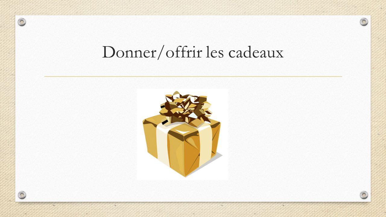Donner/offrir les cadeaux