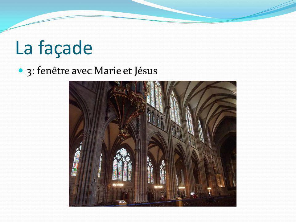La façade 3: fenêtre avec Marie et Jésus