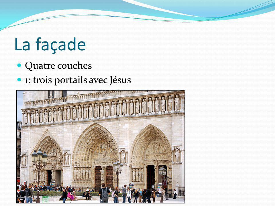 La façade Quatre couches 1: trois portails avec Jésus