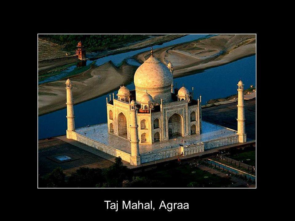 12 Lorsque Mumtaz Mahal, épouse de lempereur Moghol Shah Jahan est morte en couche vers 1630, il ordonna la construction dun mausollée en marbre blanc