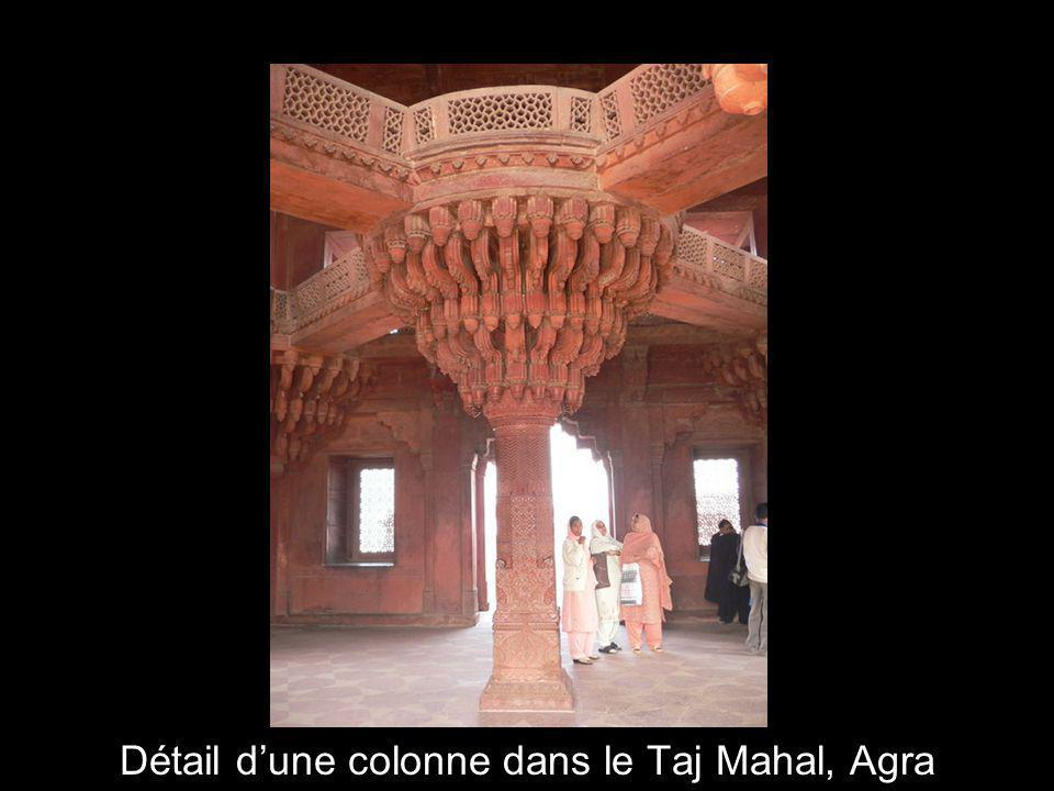 16 Taj Mahal, Agra. Vu du côté est