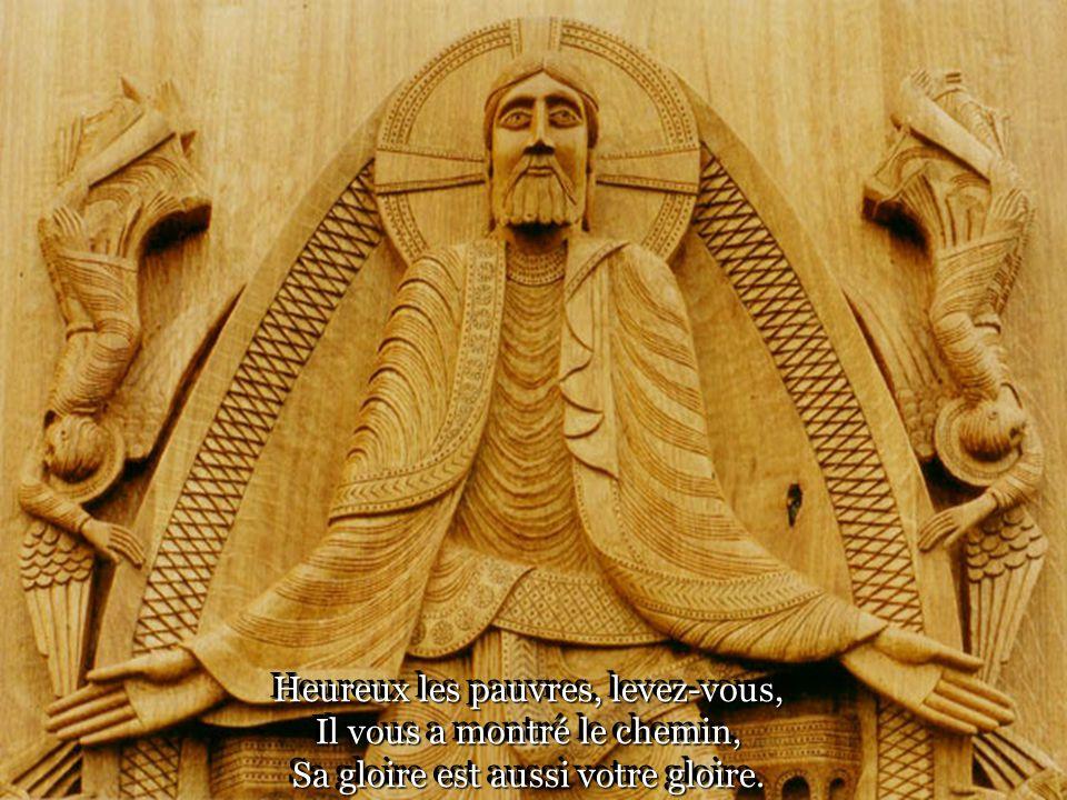 Célébrons sa résurrection Chantons notre entrée dans Sa vie Et la venue de lEspérance.