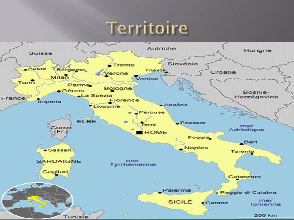 Les mers sont la mer Adriatique,la mer Lonienne, la mer Tyrrhénienne.
