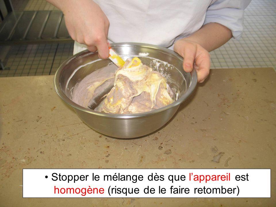 Stopper le mélange dès que lappareil est homogène (risque de le faire retomber)
