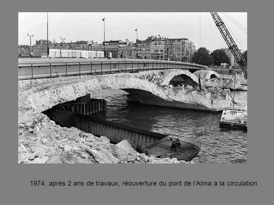 1974, après 2 ans de travaux, réouverture du pont de lAlma à la circulation