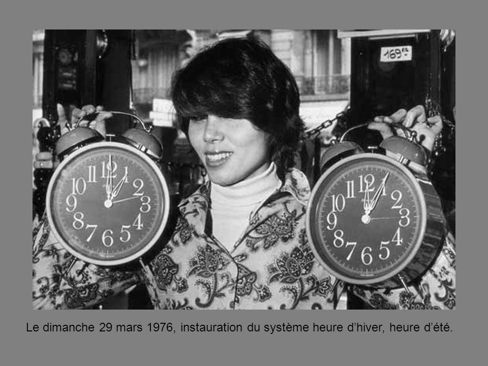 Le dimanche 29 mars 1976, instauration du système heure dhiver, heure dété.