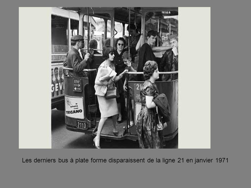Le 19 octobre 1971, les parisiens découvrent un nouvel obstacle sur les trottoirs: le parcmètre
