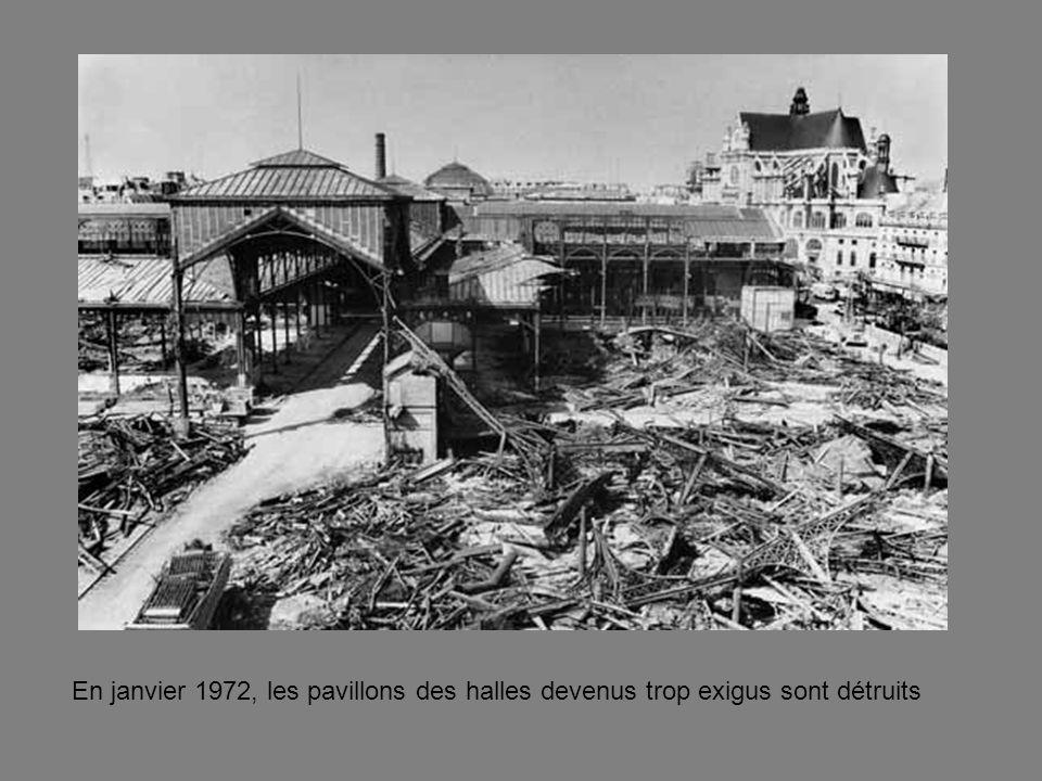 En janvier 1972, les pavillons des halles devenus trop exigus sont détruits