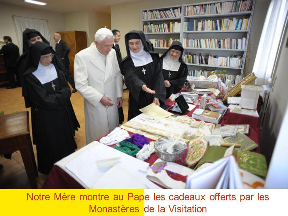 R. P. Valentín Viguera, SDB Saint Père, est-ce que je peux porter votre Bénédiction et votre salut à chaque Monastère et à chaque Soeur de la Visitati