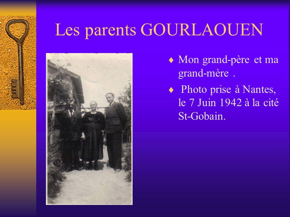 Les enfants GOURLAOUEN A la communion de Jeannette Cathie à gauche, Albert et Jean, mon père les mains croisées.