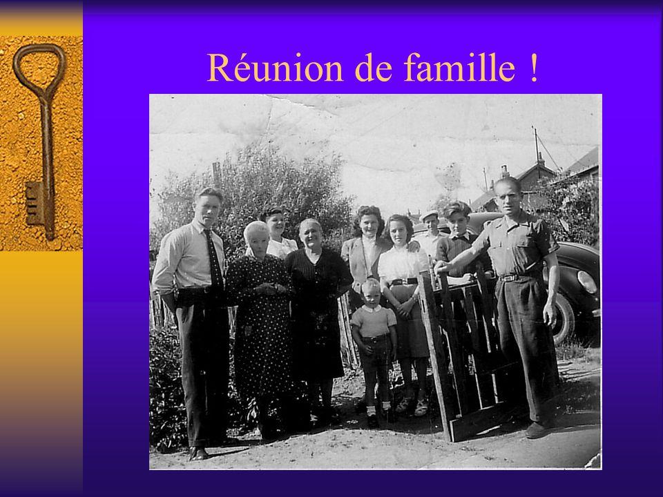 LES SOEURS De droite à gauche: Jeannette Cathie, Et deux de leurs amies