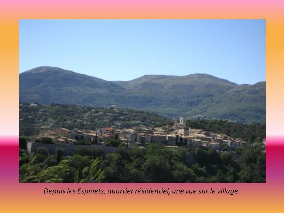 Depuis les Espinets, quartier résidentiel, une vue sur le village.