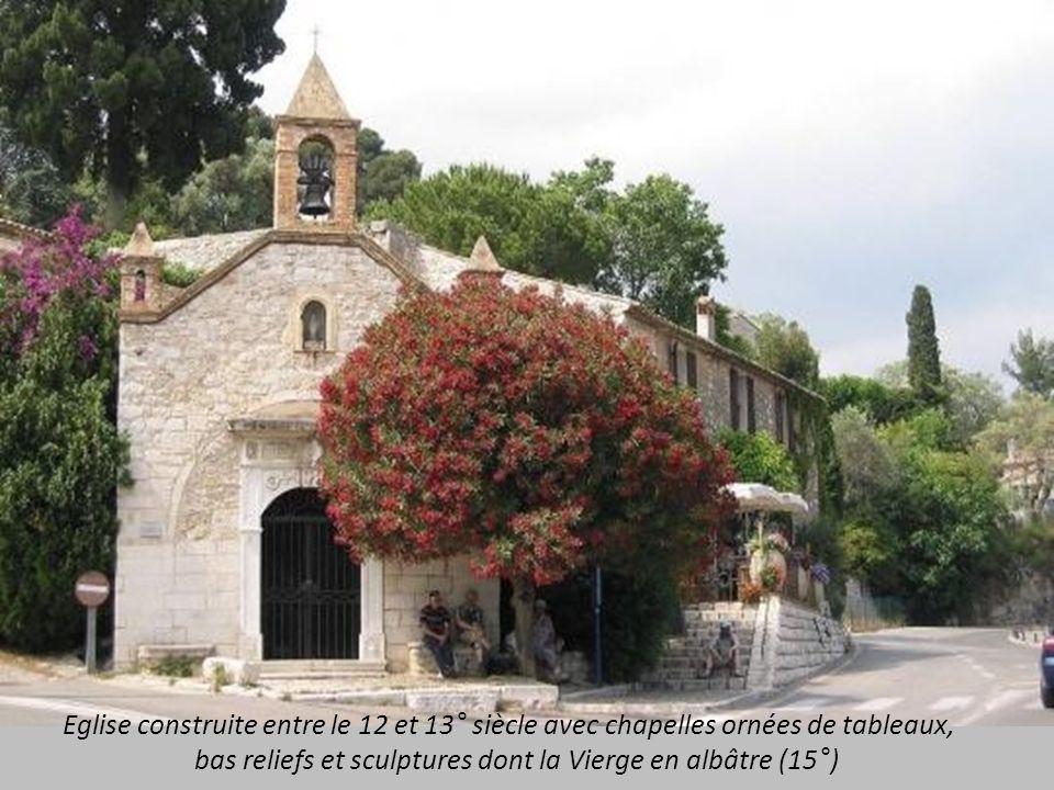 Eglise construite entre le 12 et 13° siècle avec chapelles ornées de tableaux, bas reliefs et sculptures dont la Vierge en albâtre (15°)