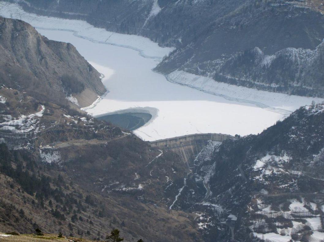 Le barrage du Chambon au centre