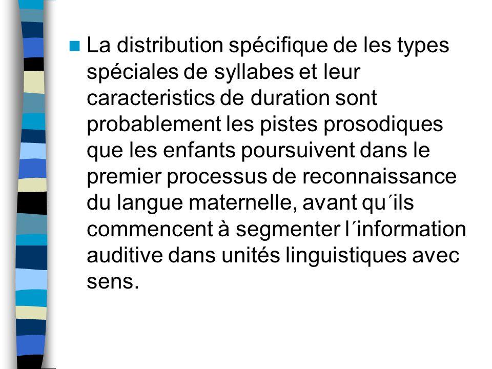 La distribution spécifique de les types spéciales de syllabes et leur caracteristics de duration sont probablement les pistes prosodiques que les enfa