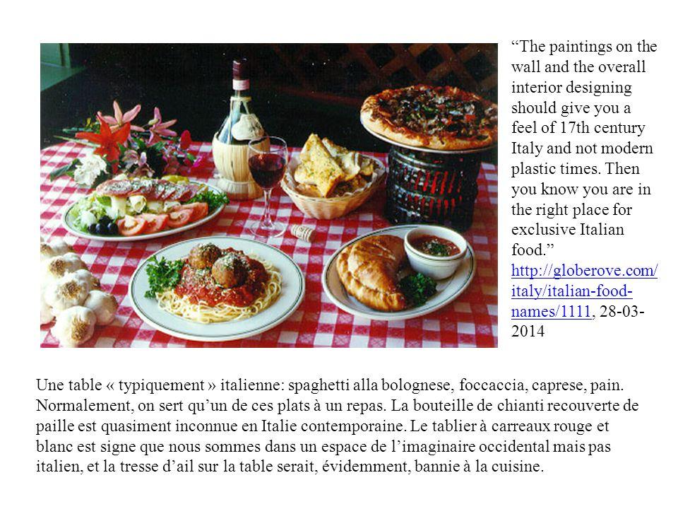 Une table « typiquement » italienne: spaghetti alla bolognese, foccaccia, caprese, pain.