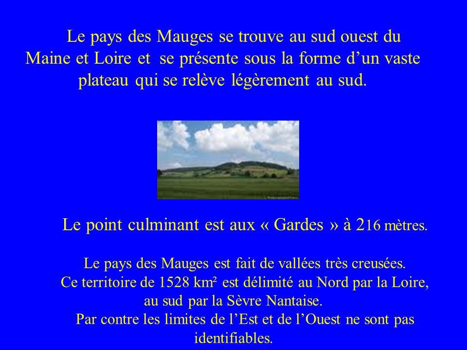 Le pays des Mauges se trouve au sud ouest du Maine et Loire et se présente sous la forme dun vaste plateau qui se relève légèrement au sud. Le point c