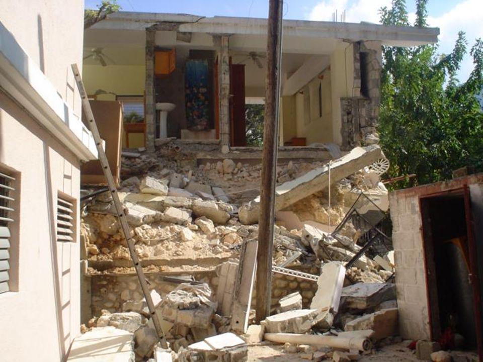 Photos de la Résidence Frère André (Maison provinciale, 3 rue Martin, Turgeau) Une partie est complètement démolie. Le premier étage est parti. Le rez
