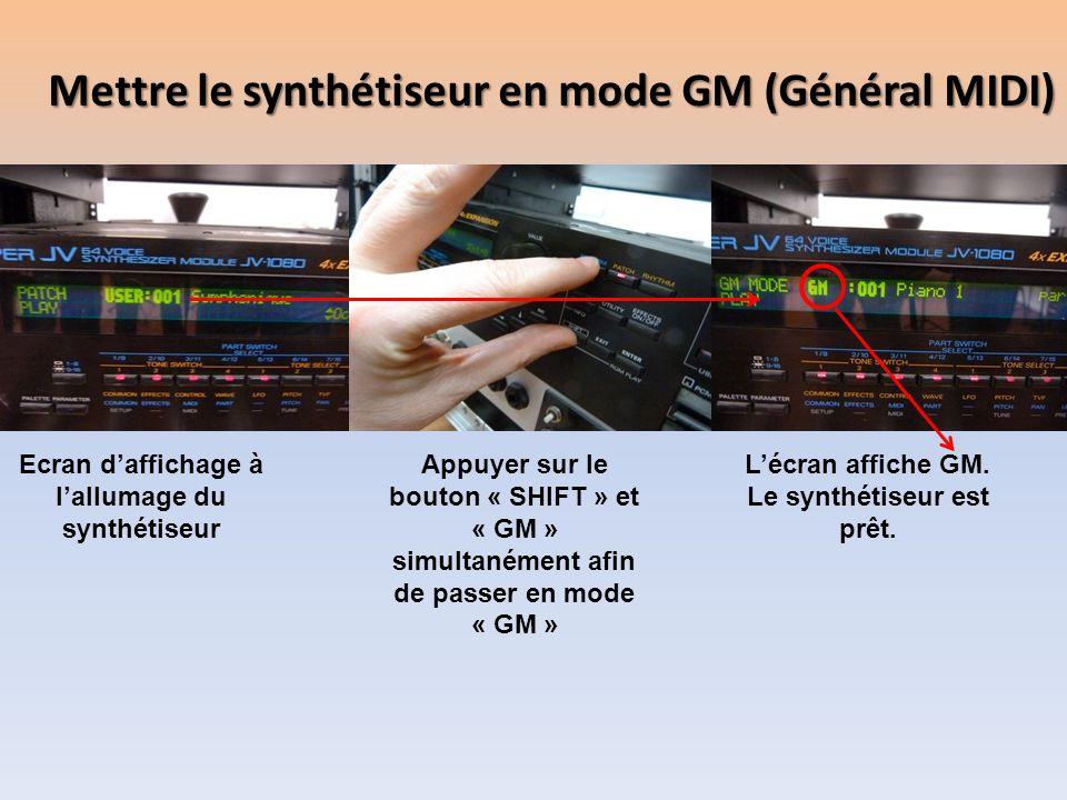 Mettre le synthétiseur en mode GM (Général MIDI) Ecran daffichage à lallumage du synthétiseur Appuyer sur le bouton « SHIFT » et « GM » simultanément