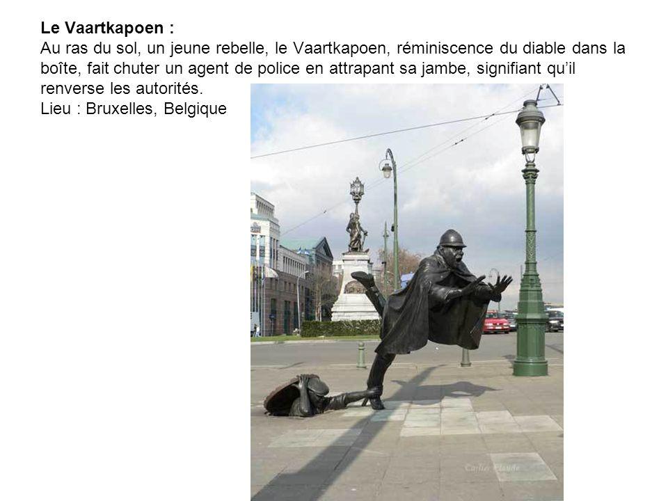 Un homme au travail: Cette statue de bronze est placée dans la zone piétonne de Bratislava. Frotter son nez porte chance ! Je suis sûr que beaucoup y