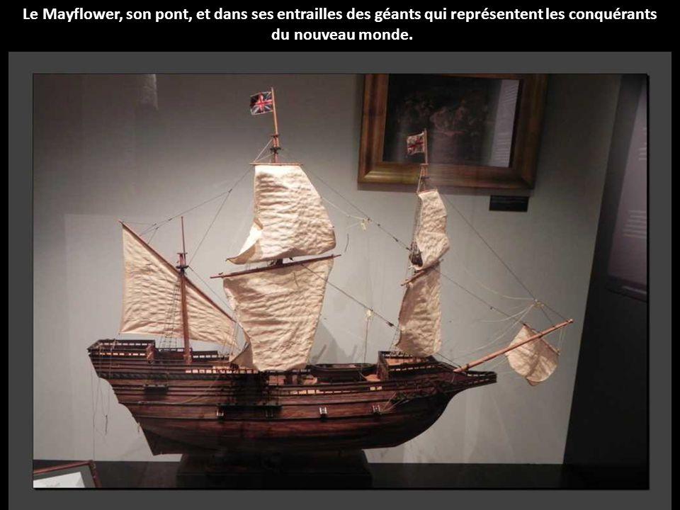 Le Mayflower, son pont, et dans ses entrailles des géants qui représentent les conquérants du nouveau monde.