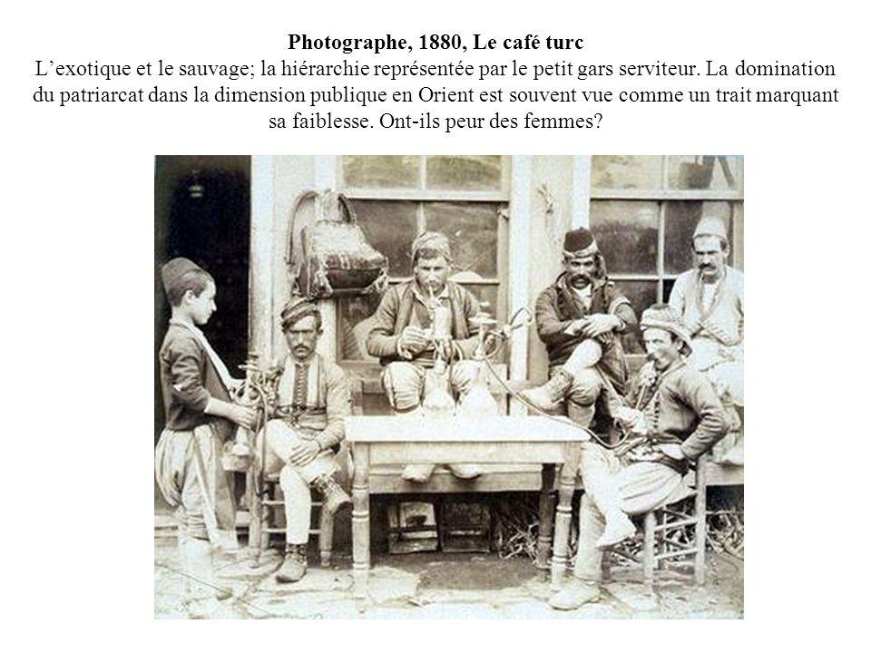Photographe, 1880, Le café turc Lexotique et le sauvage; la hiérarchie représentée par le petit gars serviteur. La domination du patriarcat dans la di