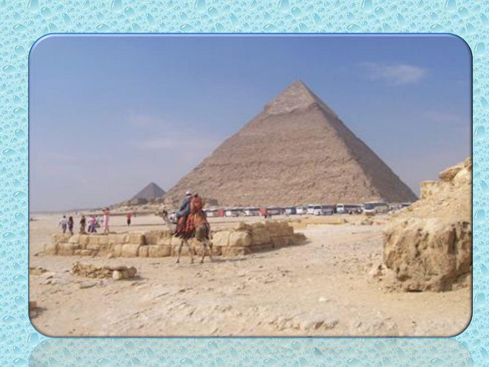 « Du haut de ces pyramides 40 siècles nous contemplent »
