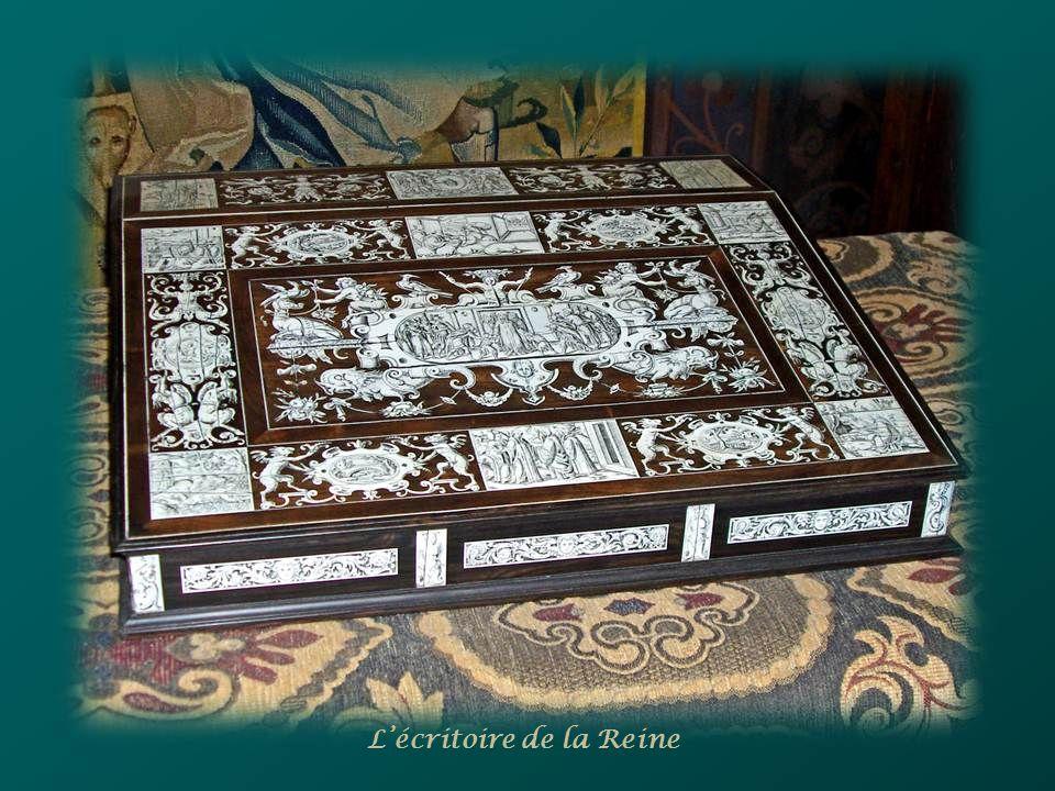En avril 1545, Pierre de Ronsard rencontre lors dun bal au château de Blois, la belle Cassandre Salviati qui lui inspire le fameux « sonnet à Cassandr