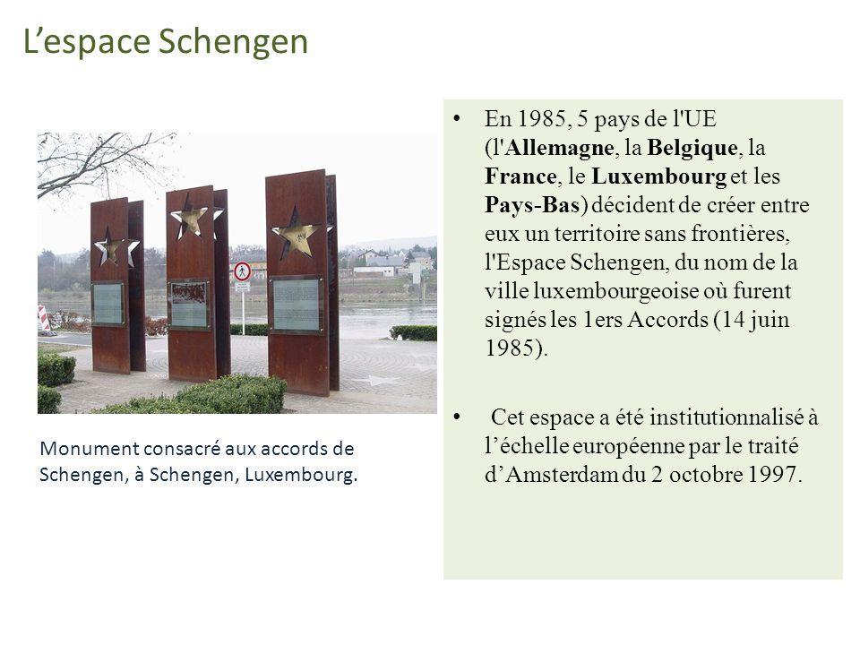 Lespace Schengen En 1985, 5 pays de l'UE (l'Allemagne, la Belgique, la France, le Luxembourg et les Pays-Bas) décident de créer entre eux un territoir