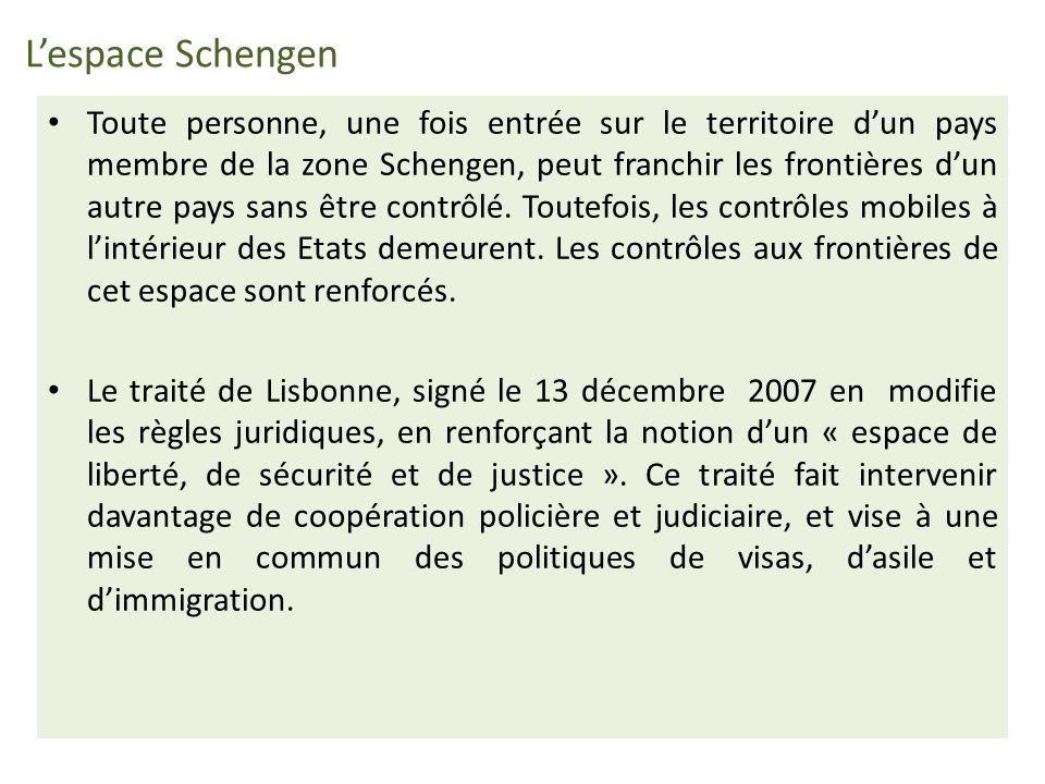- L Espace Schengen s est progressivement étendu au territoire des Etats européens adhérant aux accords : l Italie en 1990, l Espagne et le Portugal en 1991, la Grèce en 1992, l Autriche en 1995, et en 1996 le Danemark, la Finlande et la Suède.